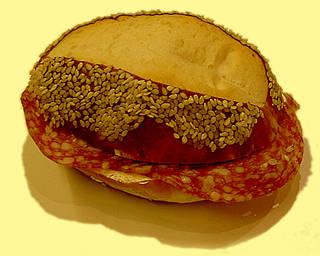 Grafik; Quelle: http://www.beck-kern.ch/produkt/SalamiSesamBroetchen.jpg